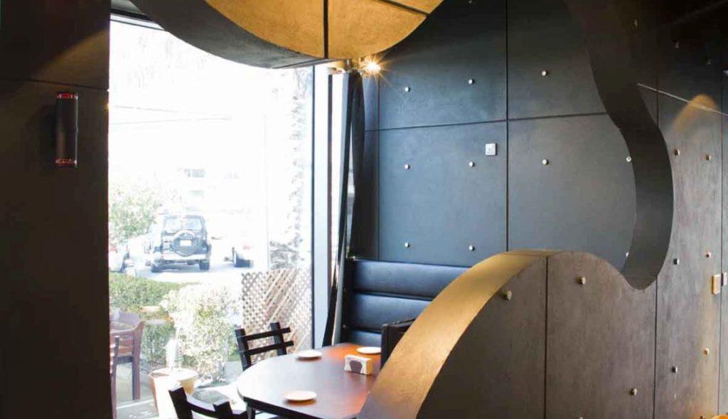 Zee Burger The Palms Hotel Interior 5