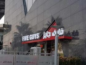 Five-Guys-Restaurant-Sharq-1